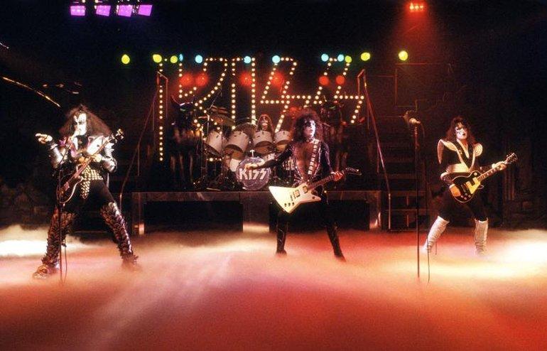 1976 - Love 'Em & Leave 'Em
