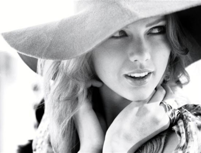 InStyle (june 2011) untagged - Taylor Swift