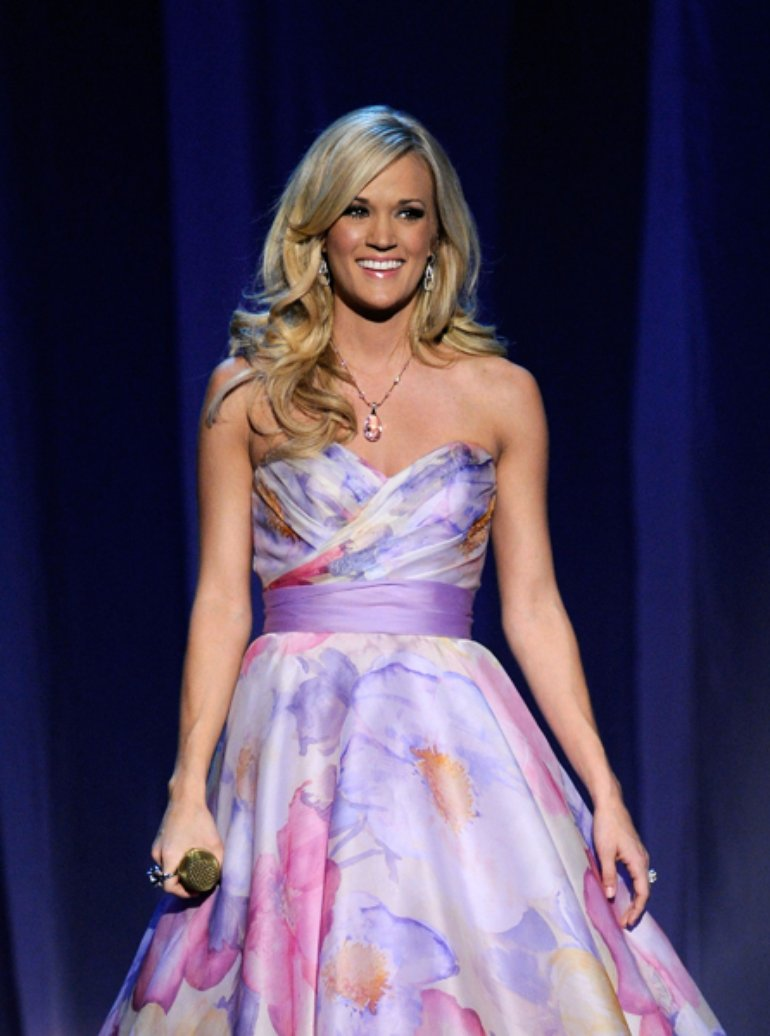 Carrie Underwood singing in the ACM