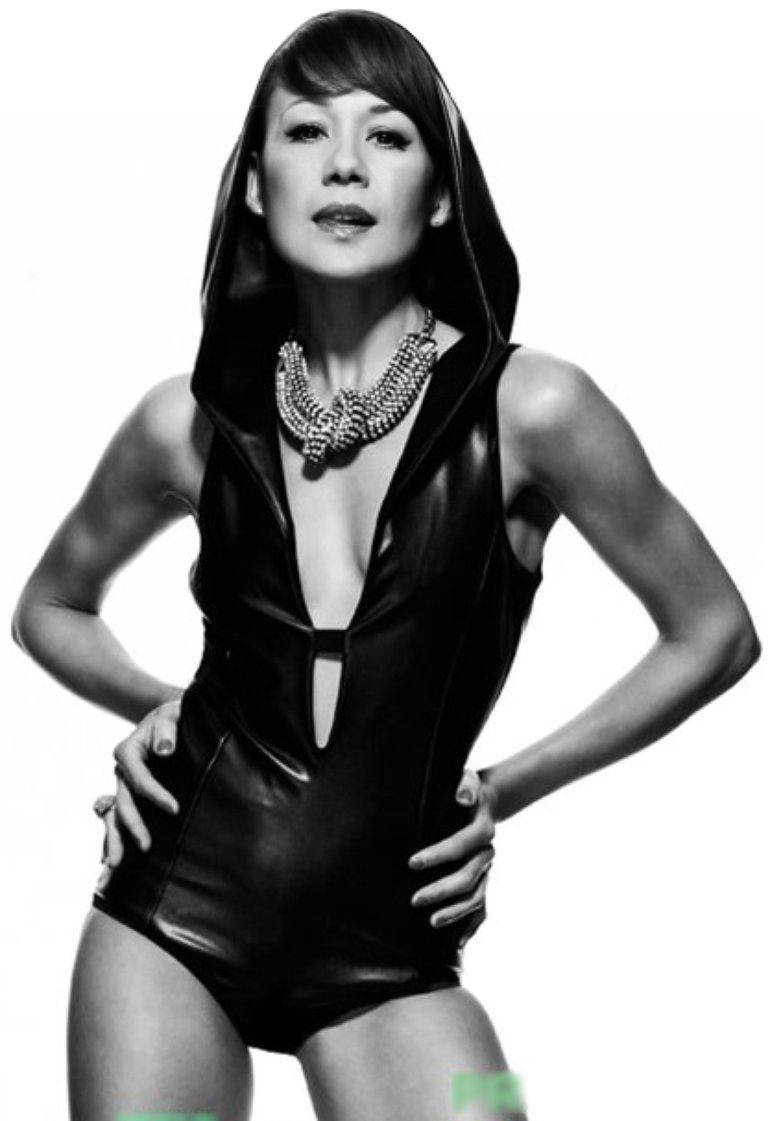 Camille Jones - Sjus - 2011 black&white png