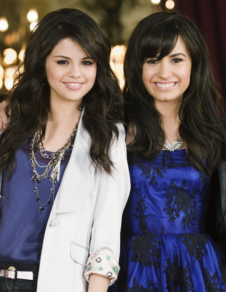 Selena Gomez & Demi Lovato Photos (18 of 146) — Last.fm