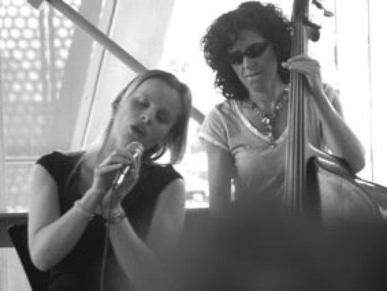 Emma & Jenni Molloy, Bass