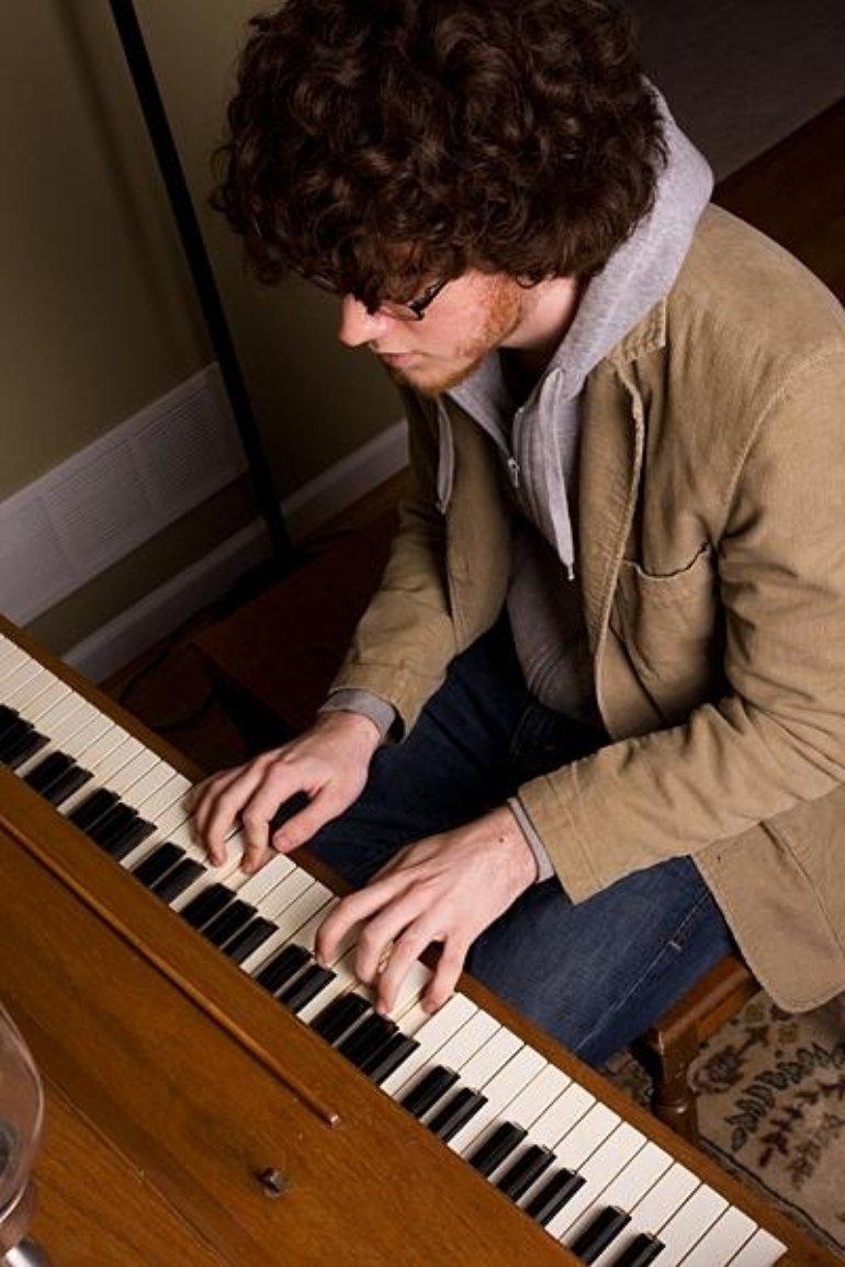 Goot at Piano 2