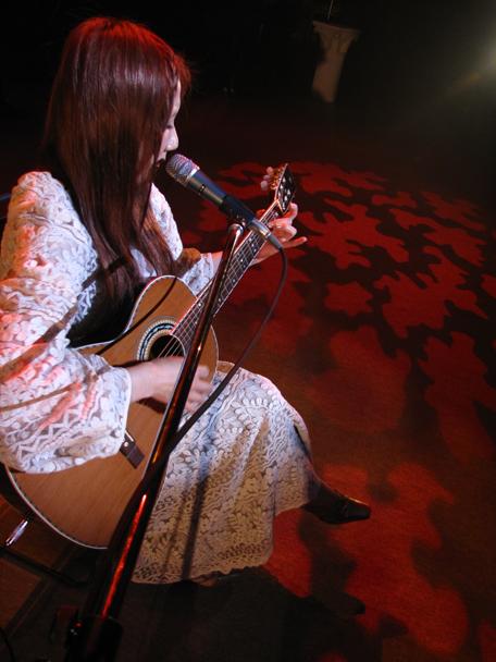 Akino Arai (新居昭乃)