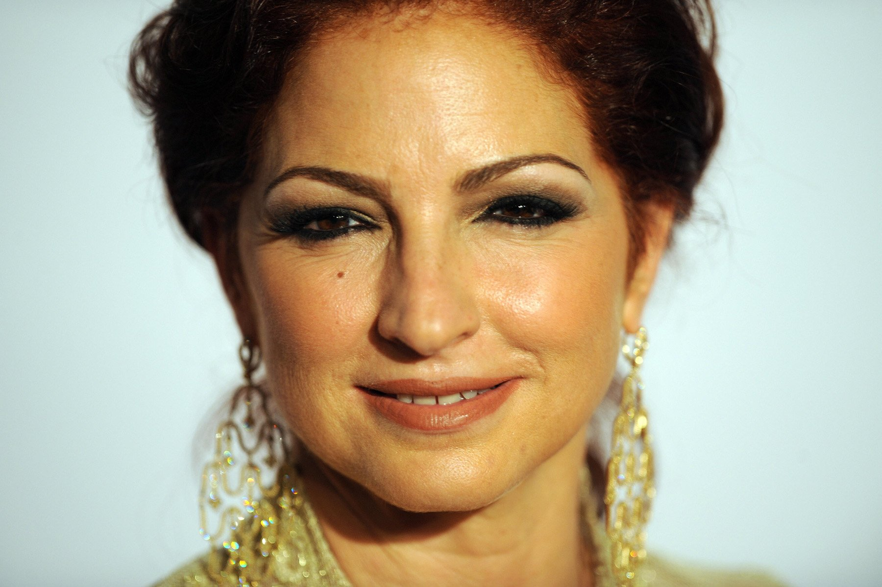 a biography of gloria estefan born gloria maria fajardo Gloria maría milagrosa fajardo garcía biography: as a toddle estefan fled cuba with her family in 1975 she met keyboardist emilio estefan, her future husband, who headed a group called the miami latin boys.