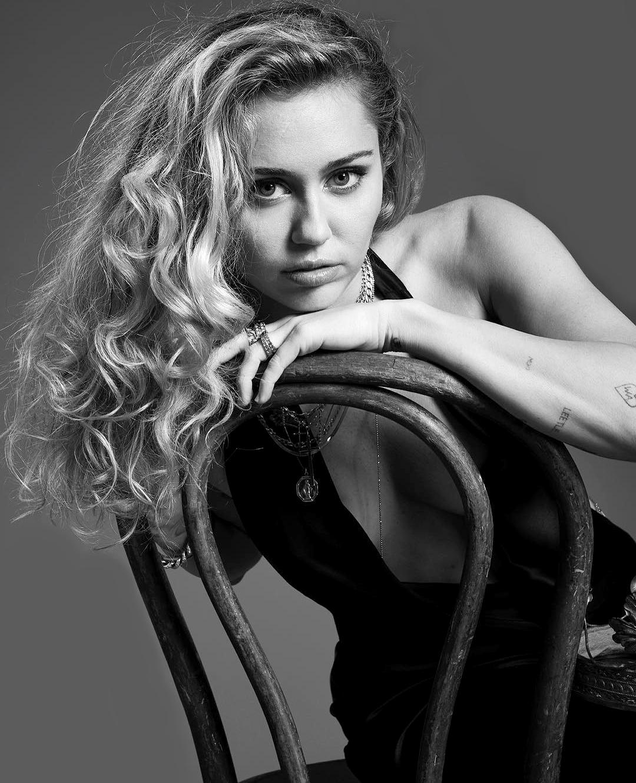 Miley Cyrus Pictures | MetroLyrics