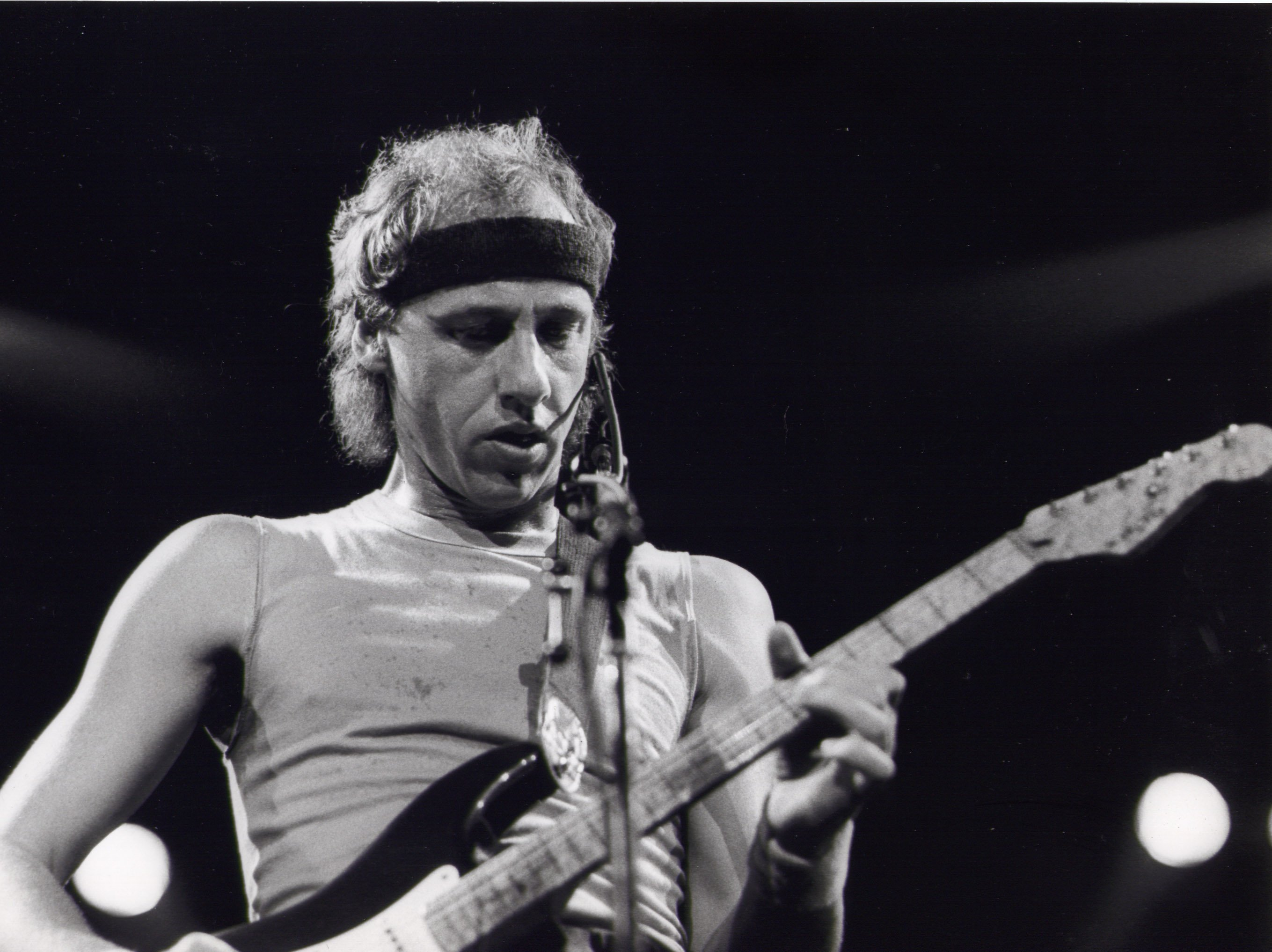 Dire Straits Lyrics, Music, News and Biography | MetroLyrics