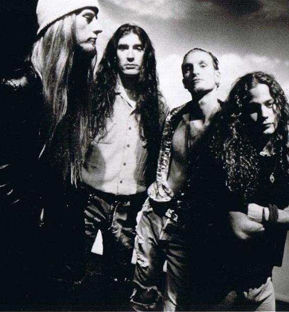 Soundgarden-Alice In Chains 4c65330e6bfb49c1a889a403de0f2883