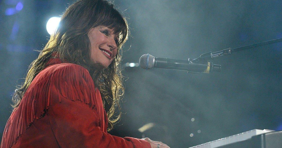 Jessi Colter - I'm Looking For Blue Eyes Lyrics | MetroLyrics