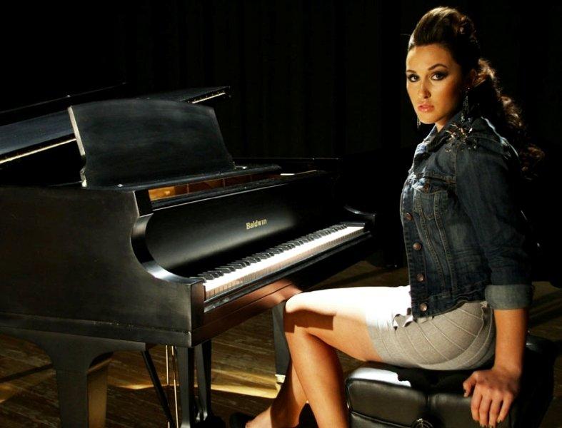 Alyssa Reid Lyrics, Music, News and Biography | MetroLyrics