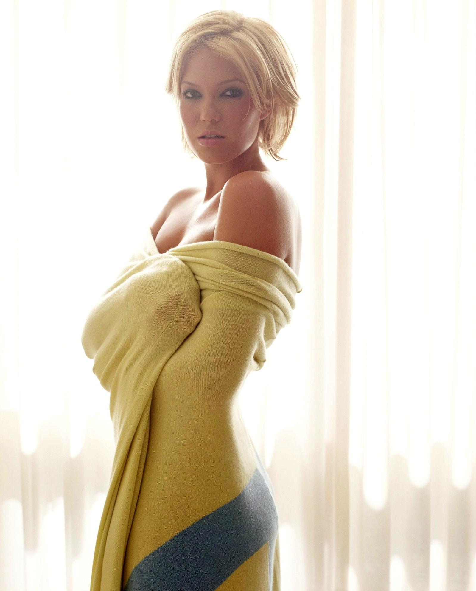 Sexy blonde nude pics