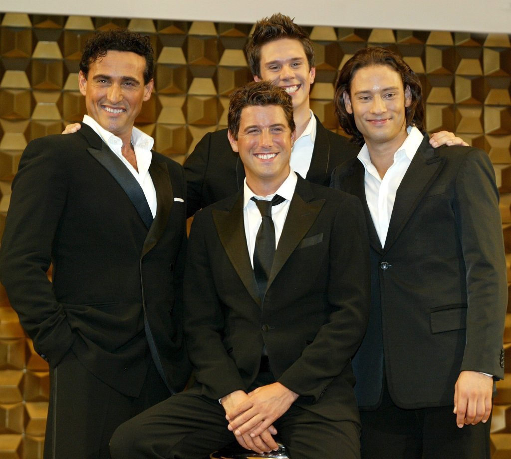 Il divo lyrics music news and biography metrolyrics - Il divo all by myself ...