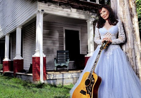 Loretta Lynn - If You Miss Heaven (you'll Miss It All) Lyrics