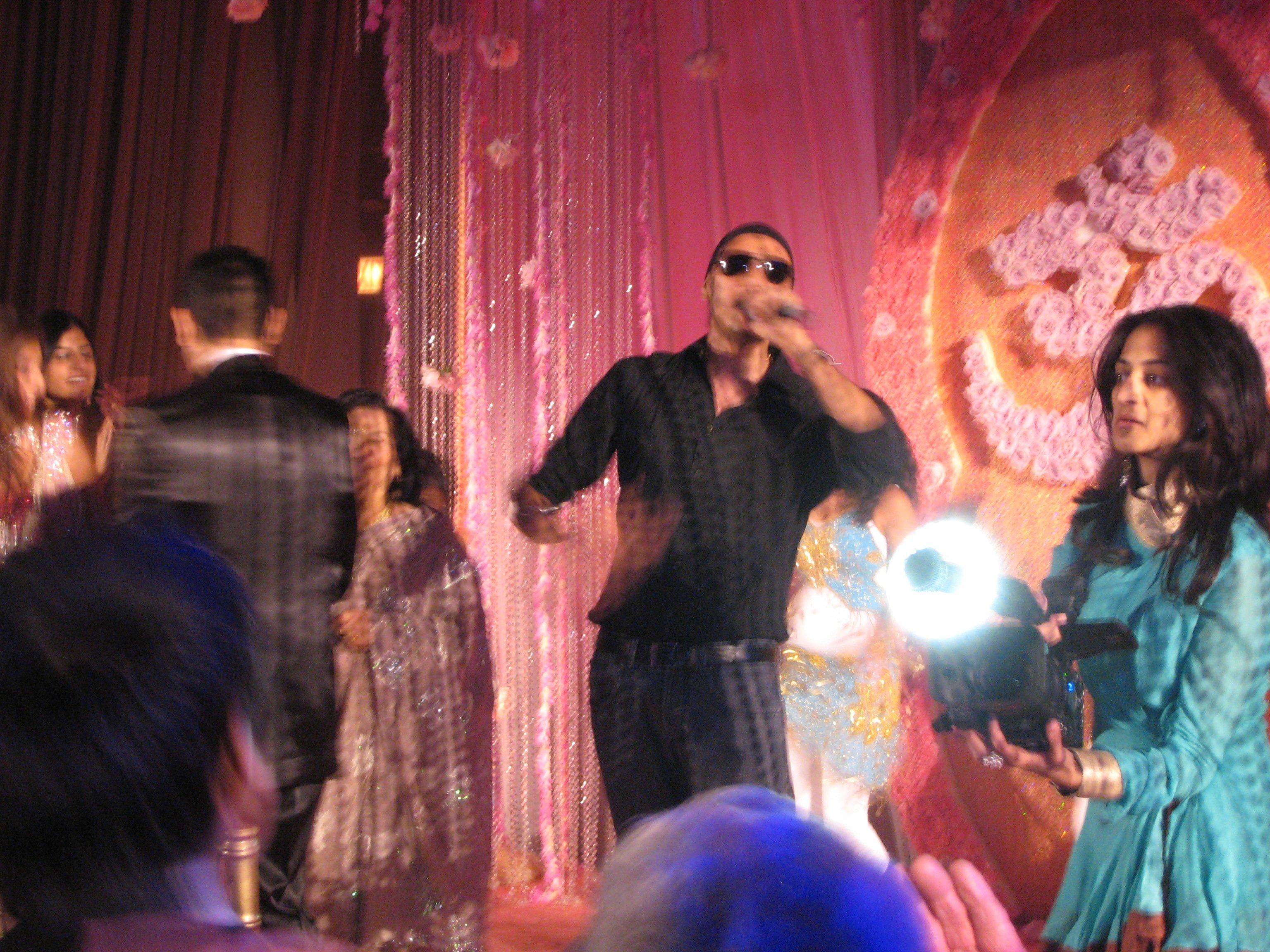 Sukhbir - Oh Ho Ho+Soni De Nakhre Lyrics | MetroLyrics