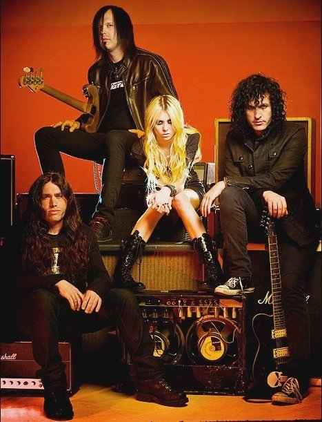 Pretty reckless pictures metrolyrics