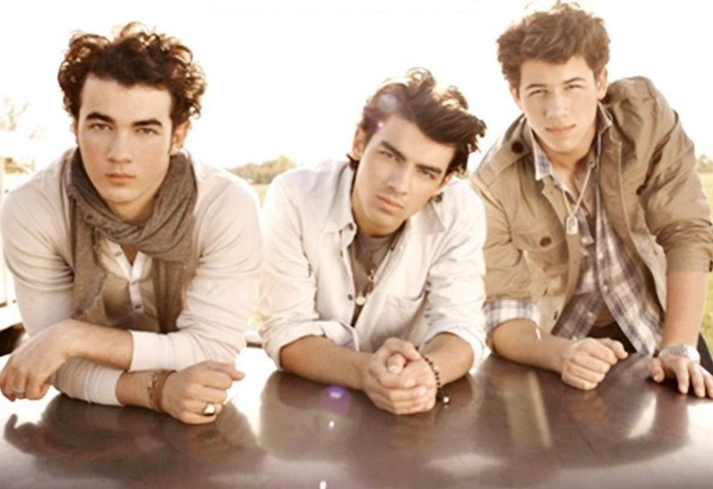 Jonas Brothers - When You Look Me in the Eyes Lyrics ...