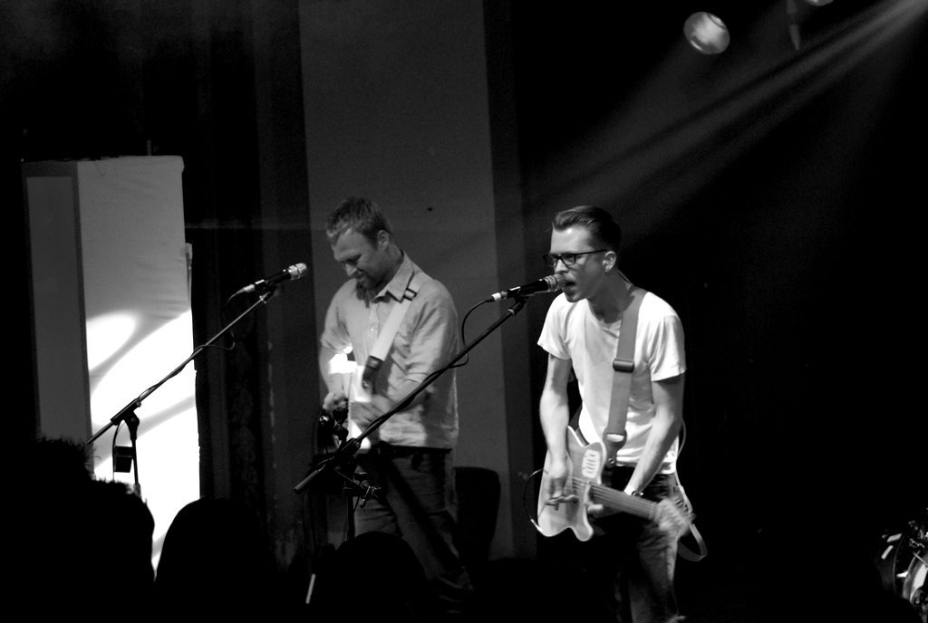 Tom Vek - Nothing But Green Lights (Radio Edit)