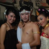 Puspa Dewi and two of her dancers
