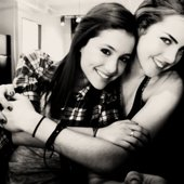 Elizabeth Gillies & Ariana Grande