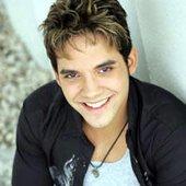 Elliot Suro, Atual Vocalista