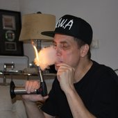 smoking-weed-and-talking-rap-urban-legends-with-the-biggest-stoner-in-hip-hop-420-body-image-1445632224-size_1000.jpg