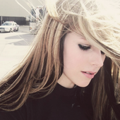 avrillavigne.unseen.png