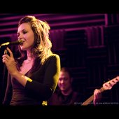 nathalie-singing-song