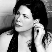 Dayna Kurtz black-white