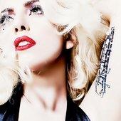Lady Gaga (L)