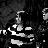 love tegan's face here..