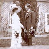 Das Hochzeitsfoto von Alban Berg und Helene Nahowski. Aus dem Nachlass Alban Berg. Photographie. 8.5.1911.