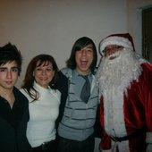 Sergio Castelló (PARDO), mom, Arturo Castelló (PONYTEA) and Santa Claus.