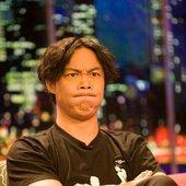 陈奕迅做客北京一家电视台,节目期间频频做鬼脸