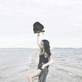 Liz on the beach ♥