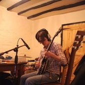 Nick Hemming recording banjo