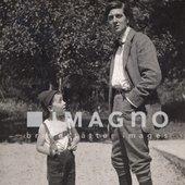 Alban Berg mit seinem Neffen Erich Alban. Nachlass Alban Berg. Photographie. 1910.