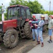 mink (traktor, Vér keze, Tüdő, Vér, Ogre) szerelmünkkel és turnébuszunkkal, egy szép nagy piros traktorral