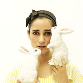 Julieta con conejos