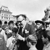 Benny Goodman performs for a young audience in Red Square (Moscow, Soviet Union, 1962)