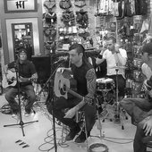 vvv acoustic in store performance