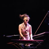 Hiromi rocking out, from JazzCava.com