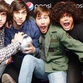 Los mesoneros y su premio mejor banda rock 2012