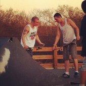 Z-Nigz & Steezy Dubz chillin at the skatepark
