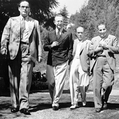 Toch (far right) with Klemperer, Prince Hubertus of Löwenstein, and Schoenberg