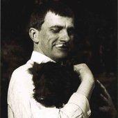 Маяковский Владимир (с собакой)