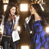 Selena & Demi - PNG
