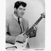 Lonnie-Mack-with-Gibsons-Flying-V-Guitar.jpg