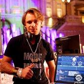 DJ Roshan