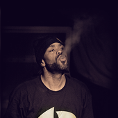 Mef smokin blunt on stage