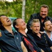 Surjo, Kenneth, Matte, Ingmar och Gaffa på ljugarbänken..